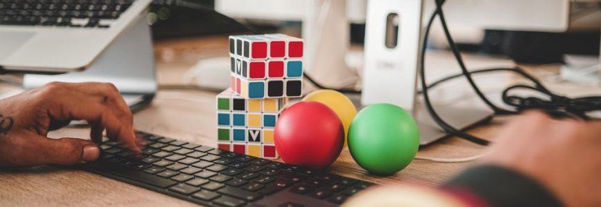 Pauser med Rubiks kub ger ögonen vila från skärmar